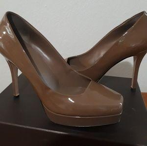 Taupe Patent Leather Vitello Vernice Pump - Gucci